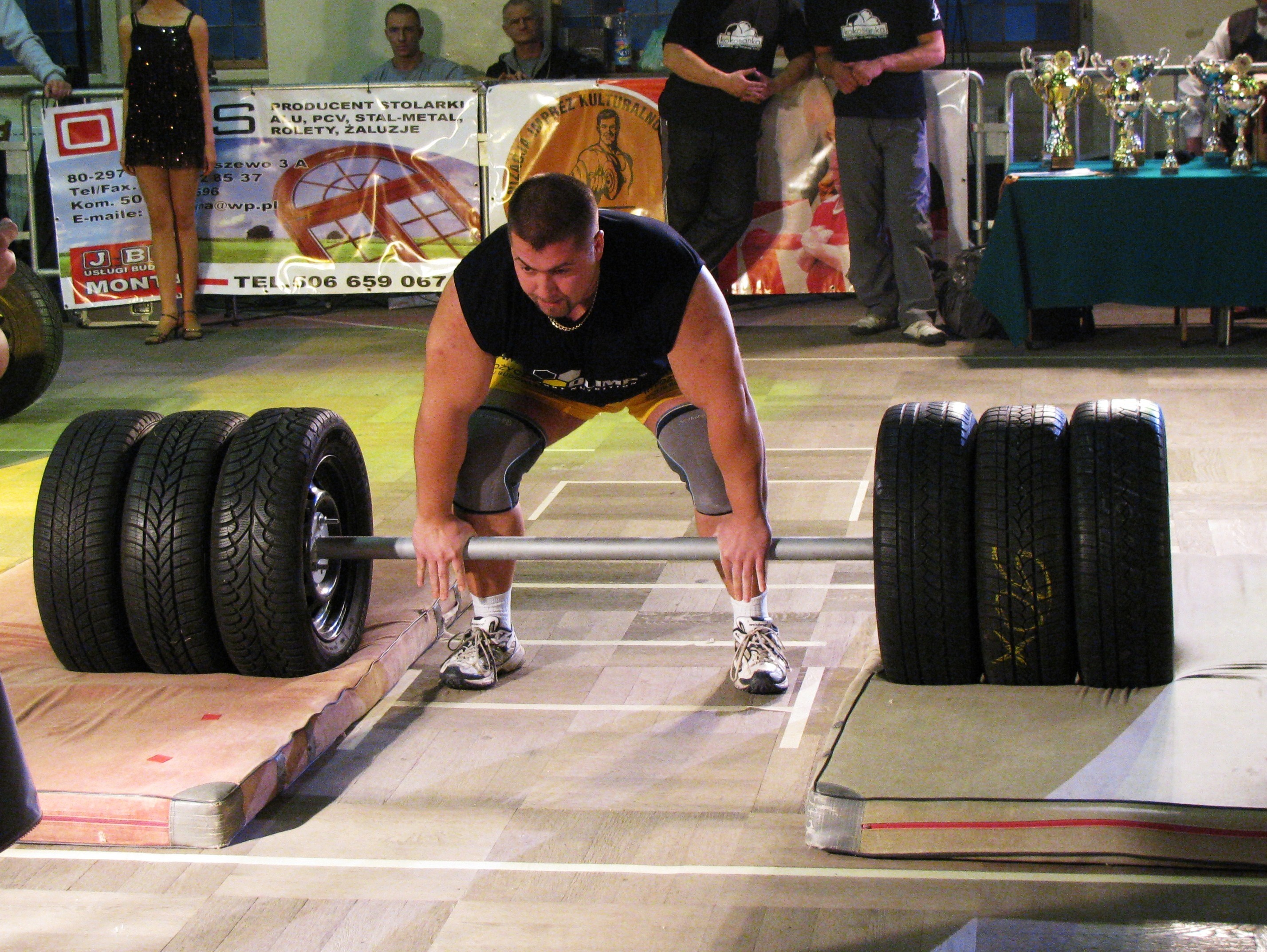 axle barbell during the deadlift improves grip strength